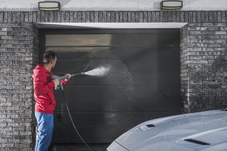 Vedlikehold og rengjøring av garasjeport
